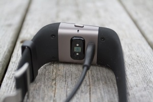 Fitbit-Surge-Cable-Connected_thumb